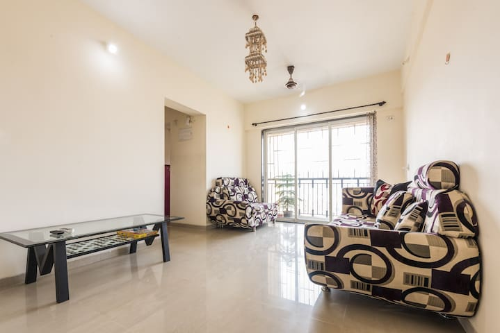 Thane-Mumbai Spacious Apartment with Mountain View - Thane - Apartemen