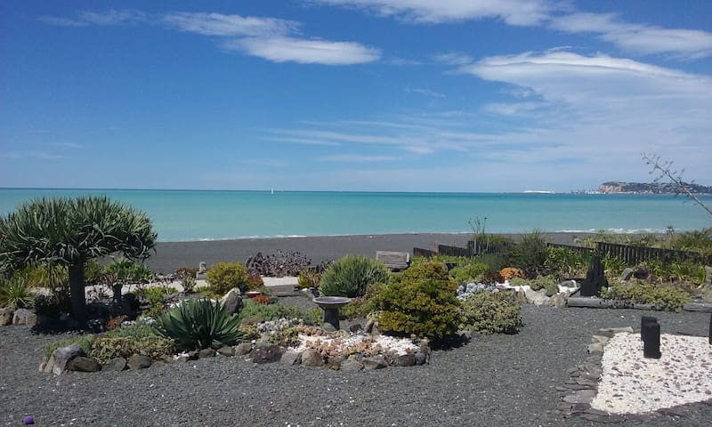 SEASIDE SUITE and kitchenette - Napier