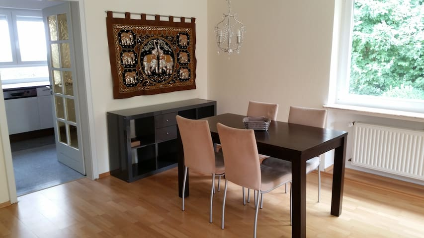 Nice, large house in Saarlouis near Ford facility - Saarlouis - Bungalow