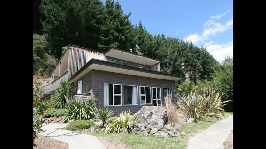 The Perch - Gorgeous home with spa pool & WIFI - Turangi - Casa