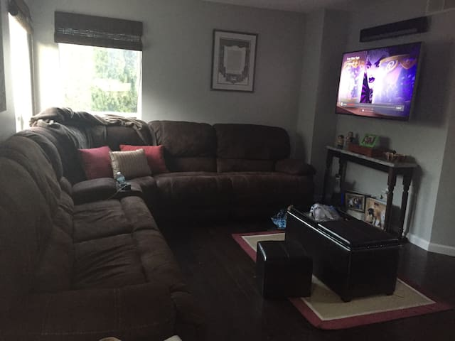 Cozy home in suburbs of philly - Voorhees Township - Huis