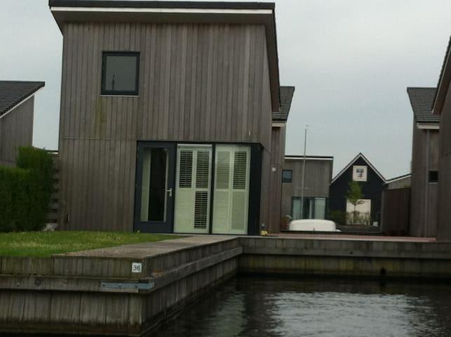 Small wooden boathouse. - Heeg - Stuga