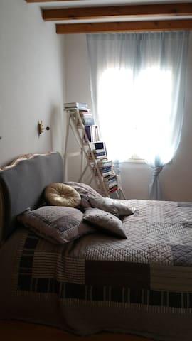 Jolie chambre, bastide médiévale - Castelsagrat - Huis