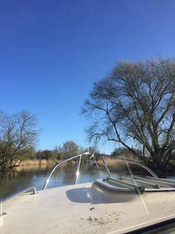Saint Neots riverside boat experience - Cambridgeshire - 배