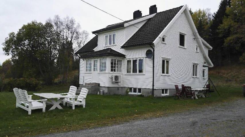 House (Farm) in Abusland - Hornnes - Hus