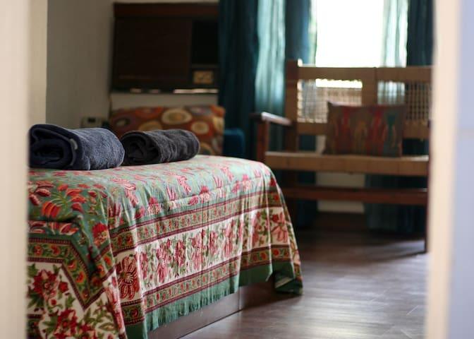 Quiet Comfort In Green Surroundings - New Delhi  - Haus