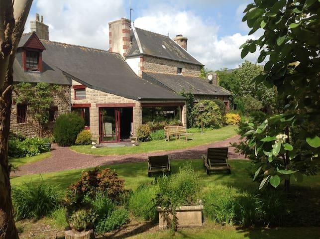 Une demeure familiale (2 à 6 hôtes) - Le Vieux-Marché - Hus