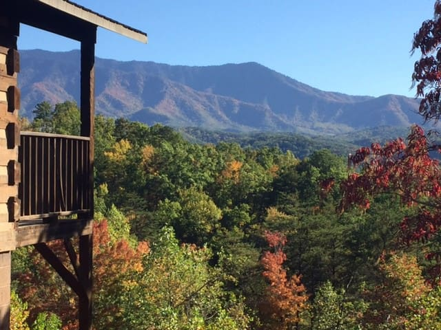 """""""Just the Two of Us"""" Cabin with Spectacular View - Gatlinburg - Houten huisje"""