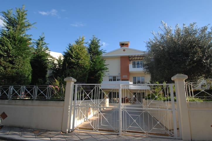 A LUXURIOUS VILLA, 2km FROM THE CENTER OF CHIOS - Chios - Casa