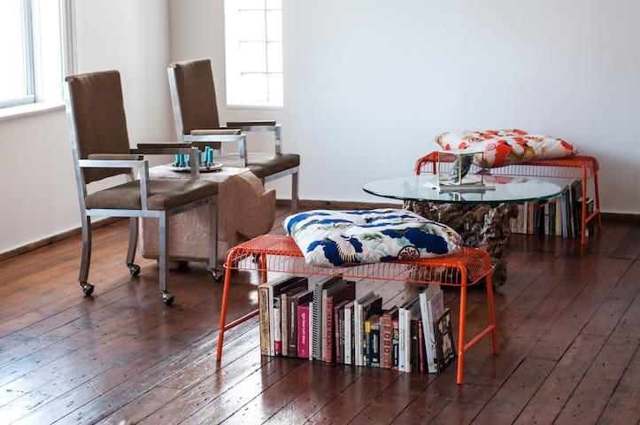 Interior Designer's Dream Retreat Loft - Chicago - Loft