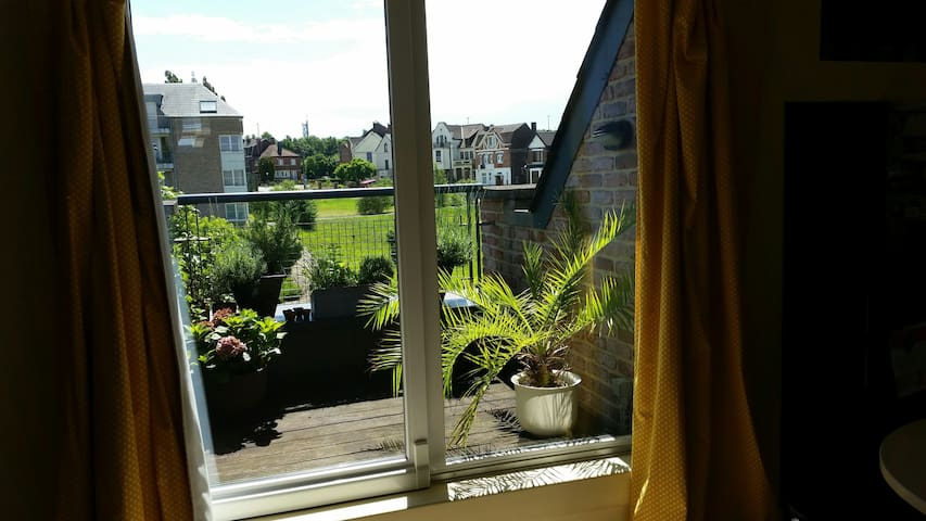 Big apartment(2rooms/bathroom)à 5min de charleroi! - Charleroi - Apartamento