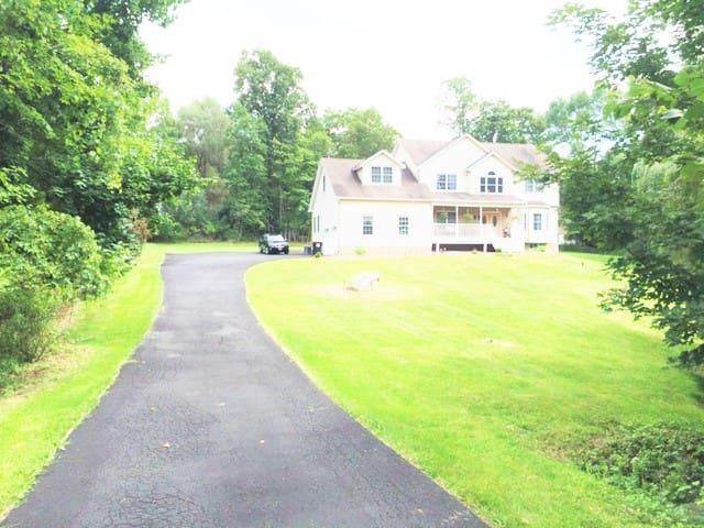 House with water creeks in Hudson Valley2 - Poughkeepsie
