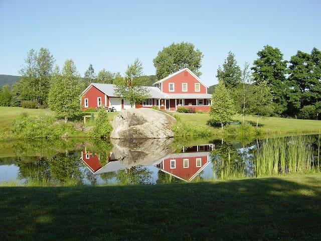 Idyllic Vermont Family Farmhouse  - Montgomery - Huis