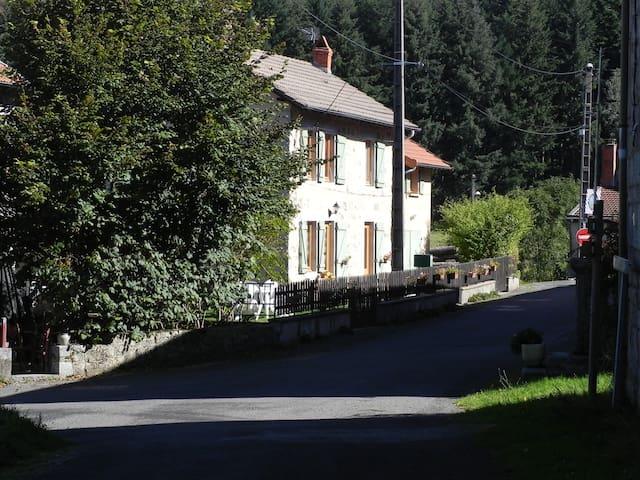 Maison de Campagne entièrement meublée - Saint-Nicolas-des-Biefs - Ev