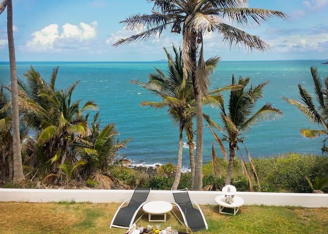 Sarina Beach B&B Master Bedroom - Sarina Beach - Bed & Breakfast
