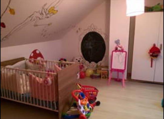 Grande chambre avec lit king size - Thorigné-sur-Dué