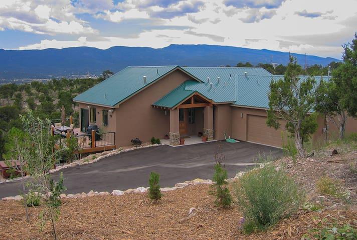 Nature Retreat on 5 Acres - 2900 Sq. Ft. House - Sandia Park - Hus