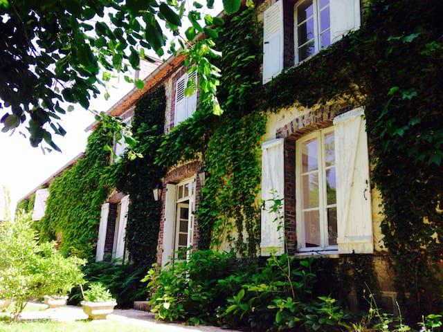 Maison de maître XIXè avec piscine - Égreville - Villa