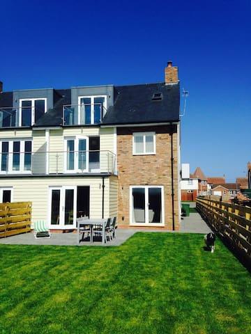 New House with Sea Views Near Beach - Beadnell - Dům