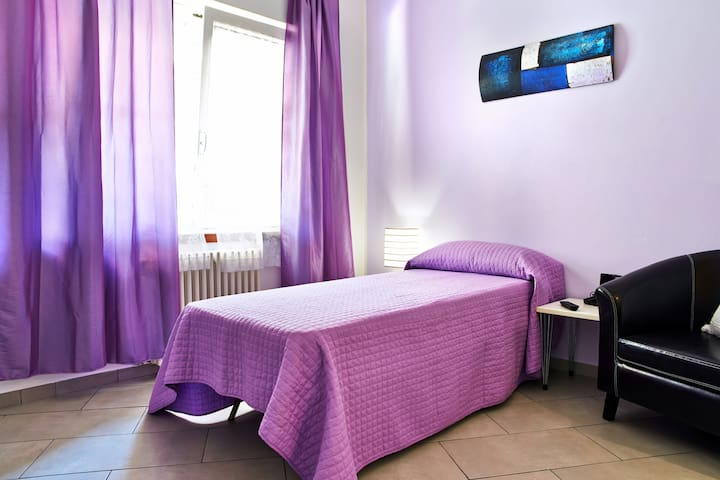 A very cute light purple room - Bergame - Bed & Breakfast