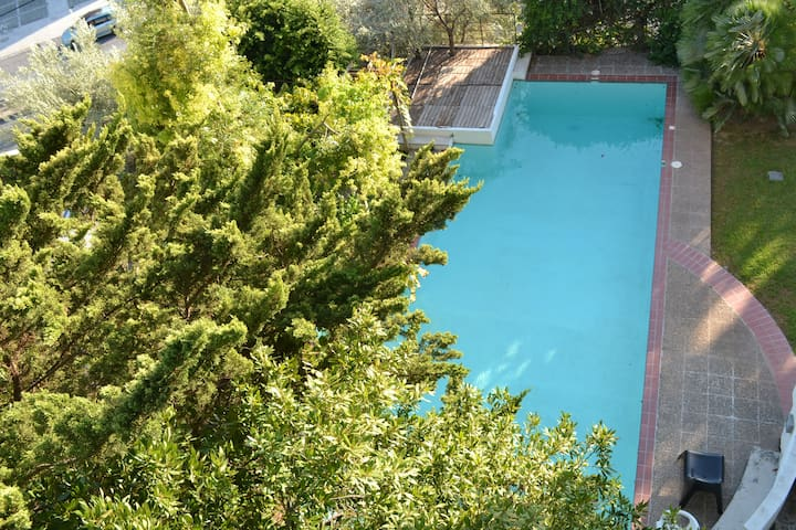Close to the beach apartment,  with a pool !! - Alimos - Wohnung
