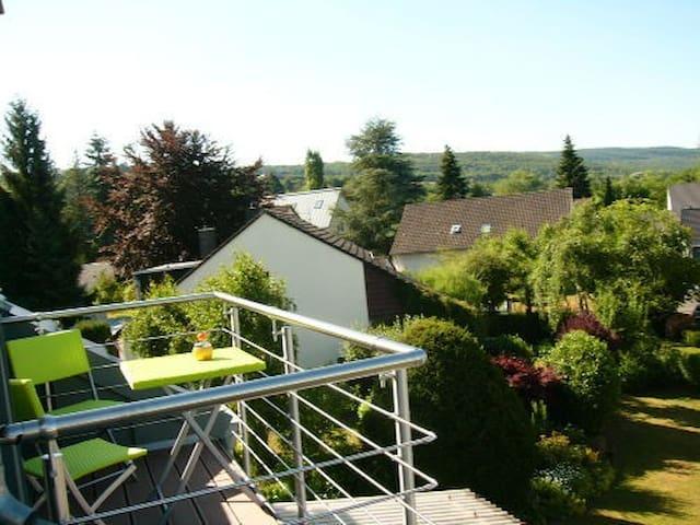 Ferienwohnung Porta Alba, Dachbalkon mit Fernsicht - Trier - Departamento