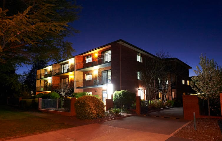 Oxley Court Serviced Apartments 2 - Griffith - Departamento