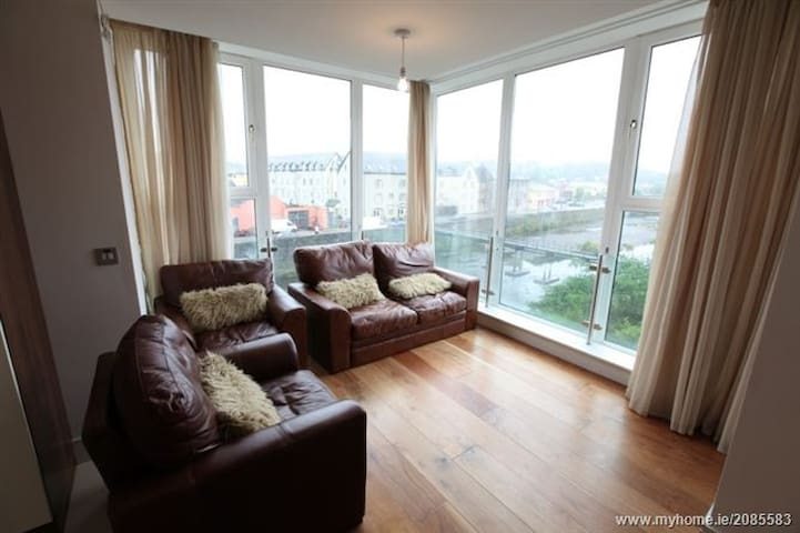Spacious Bandon River facing apartment - Bandon - Appartement