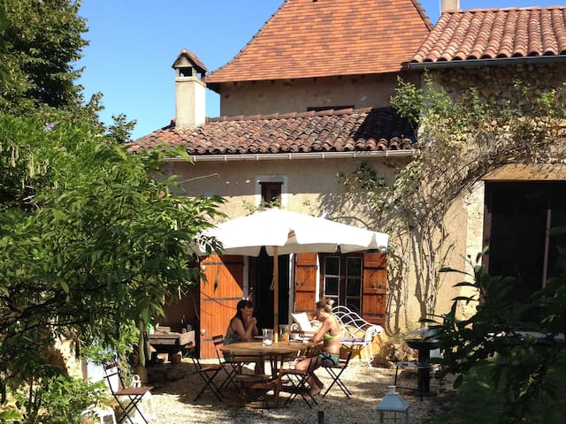 Hilltop Dordogne Retreat - Sourzac - Huis