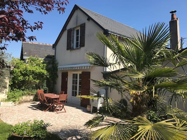 Charming house close to Châteaux de la Loire - Veigné - Huis