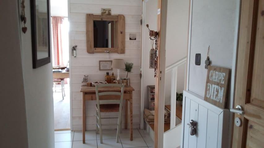 Large and bright ensuite room peaceful location - Monistrol-sur-Loire