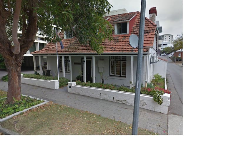 Lovely West Perth character home - West Perth - Huis