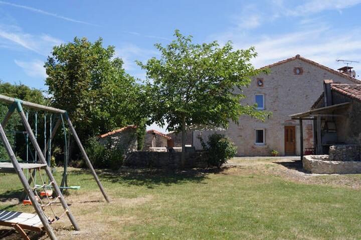 Magnifique maison de campagne au calme - Lasgraisses - Feriehjem