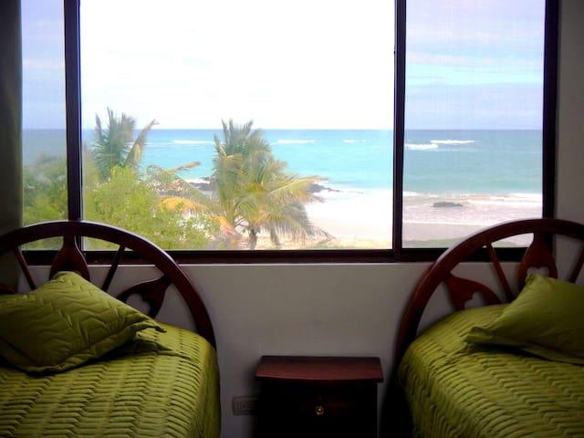 Habitación Escalecia, vista al mar - Puerto Villamil - Andre