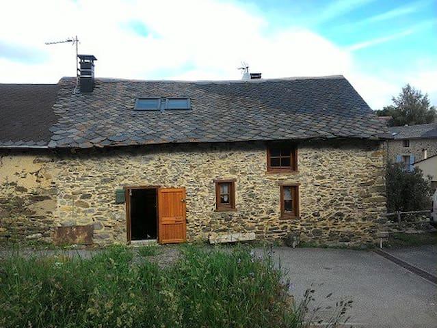Maison de Montagne - Réal - Huis