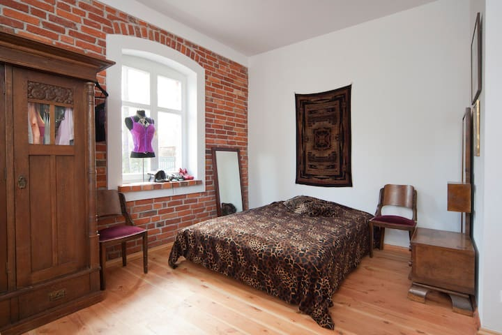 room 2 ANTIQUE house 300m to beach - koszaliński - Pousada