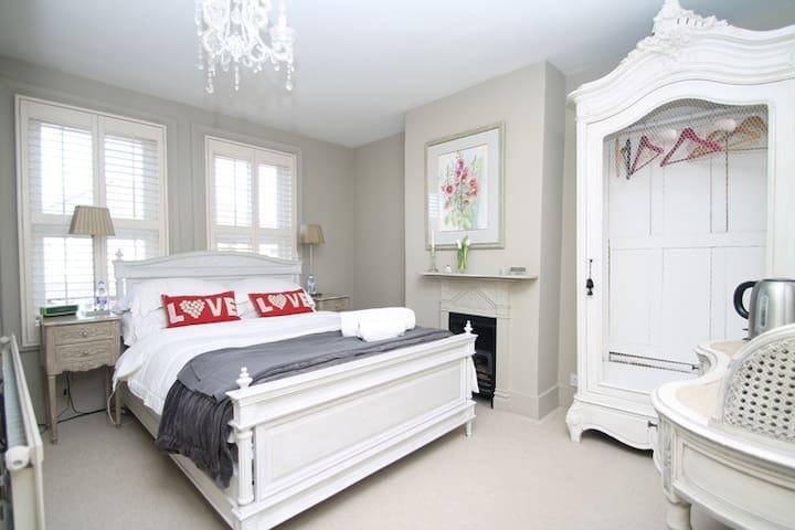 £55 per night per room - Pangbourne