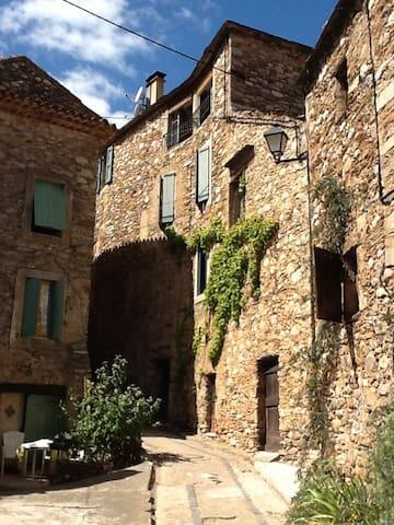 maison en pierre proche rivière - Roquebrun - Rumah
