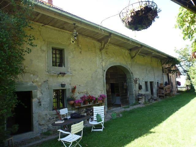 Farmhouse - La Muraz