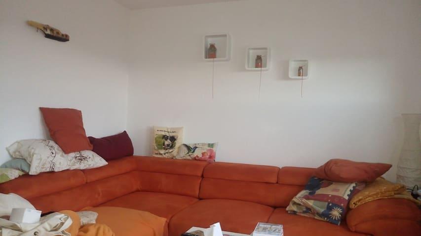 Kleine Penthousewohnung mit Weitblick - Metzingen - Appartement