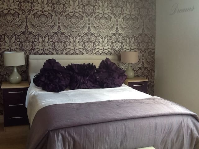 TENBY TOWN CENTRE ADULT APARTMENT - 텐비