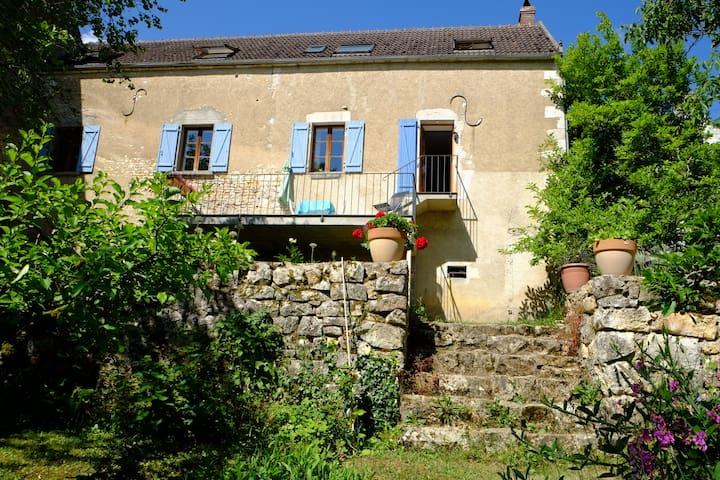 Charming riverside house - Merry-sur-Yonne