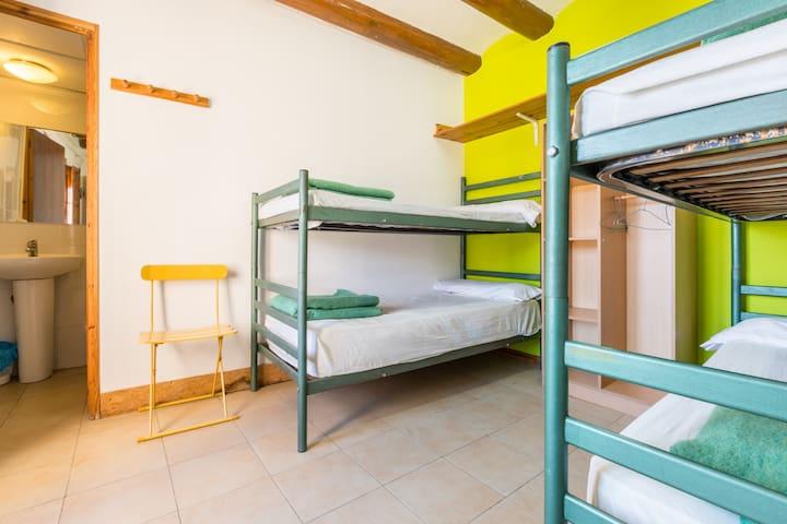 Alberg La Solana - 22 - Quadruple Room (3 - 4 Guests) - Salàs de Pallars