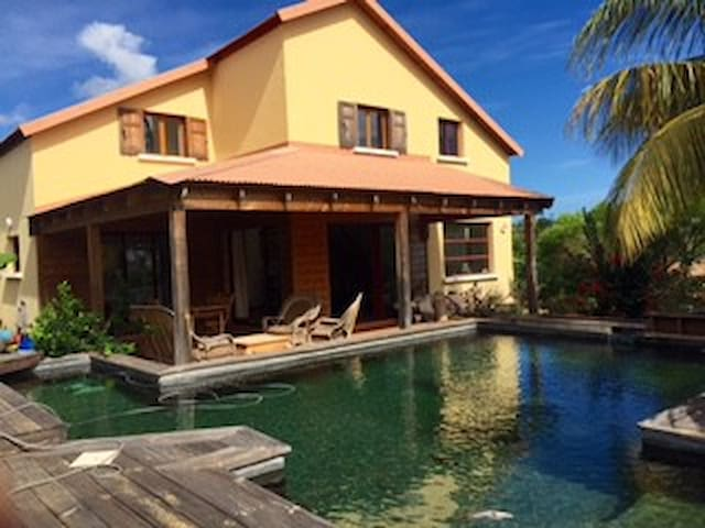 Villa Fleur de Lotus  avec une piscine écologique - Plateau-Caillou