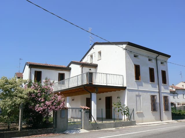 Comfortable house in small historical town - San Benedetto Po