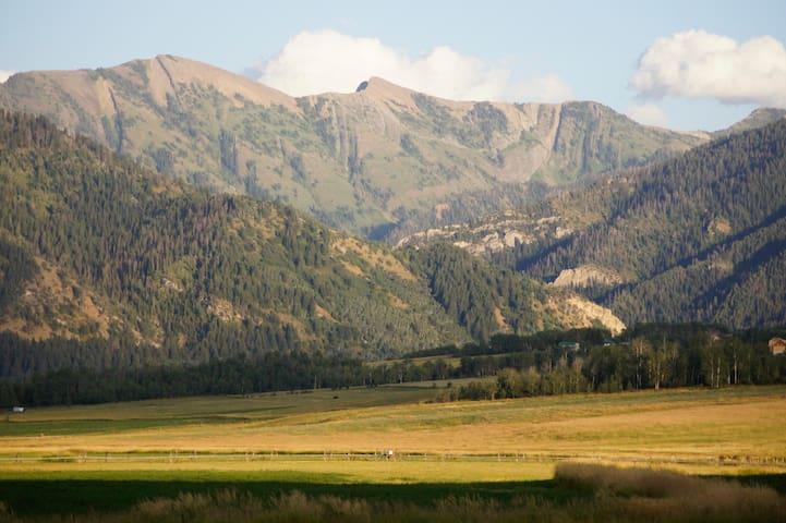 Preston Ranch Cabins - Bedford - Hytte