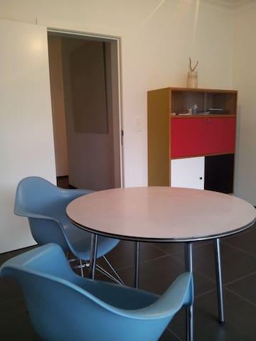 centraal gelegen modern appartement - Geel - Leilighet