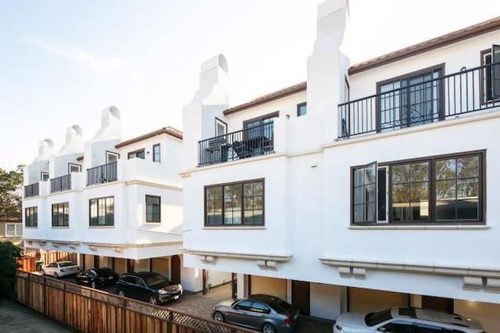 Newly Built Home! Biz Ready + Centrally Located - Burlingame - Townhouse