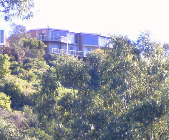 Room with a view & private bathroom - Highton - Bed & Breakfast
