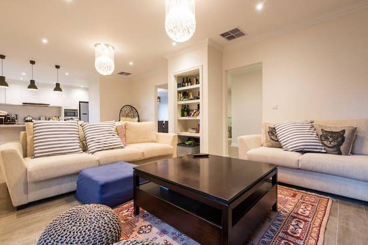 Luxury,Spacious,Modern&Comfy(DELTA) - Balwyn North - Casa